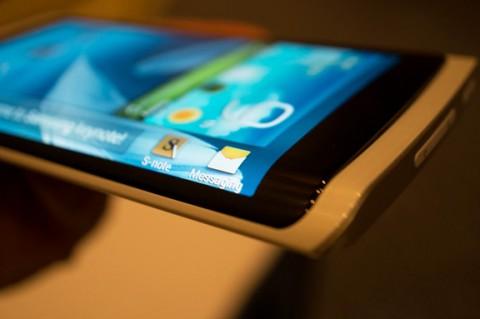 CES 2013: Samsung показала первый прототип смартфона с гибким дисплеем